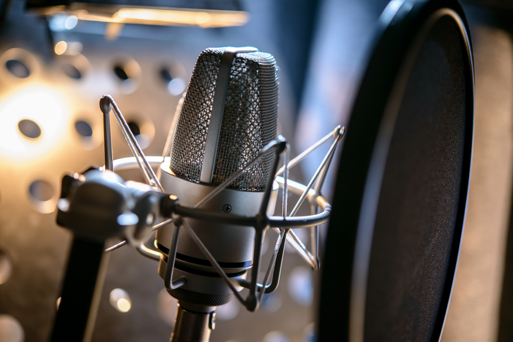how to get into voice over work uk